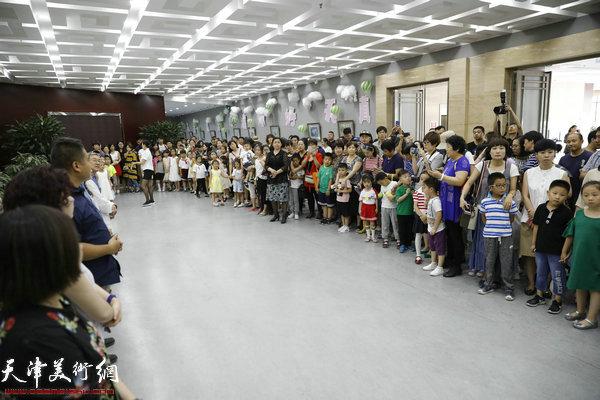 """""""庆六一·你好天真""""东丽区第三届少儿创意美术作品展在东丽美术馆开幕"""