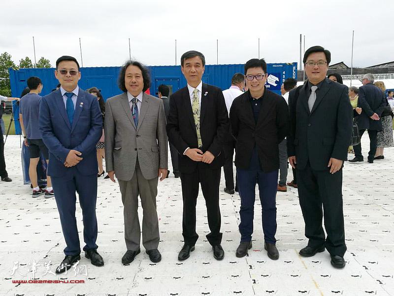 贾广健、郭线庐、王平、张楠在展览现场。