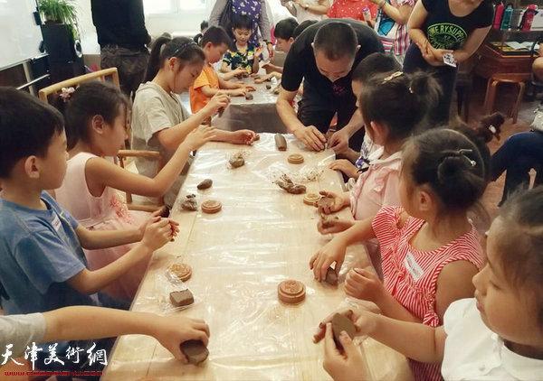 交通银行天津市分行职工在水香洲书院举办亲子活动。