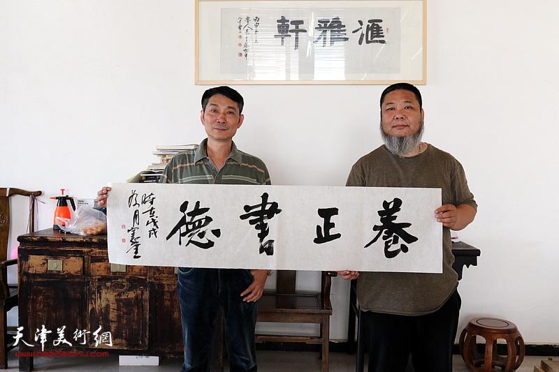 天津书画家到访张法东艺术工作室参观交流