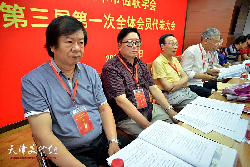 赵士英、史振岭、赵玉森、姜忍在主席台就坐。