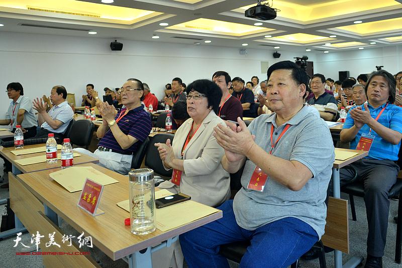 张云友、王文荣在会议现场。