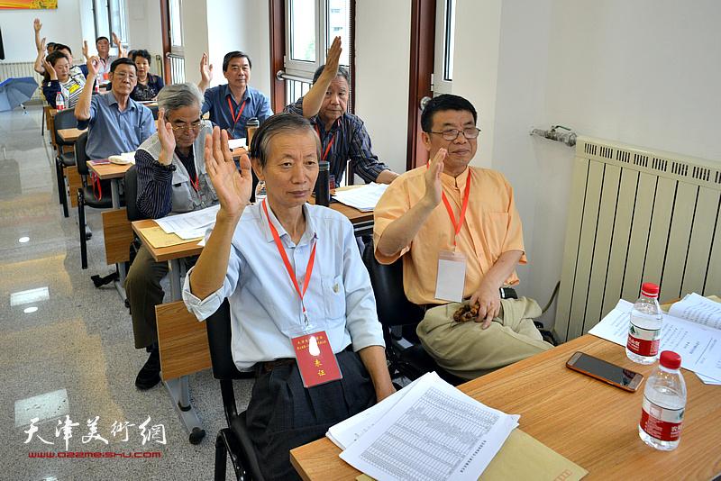 张建国、赵同相、王庆普、李双林在会议现场。