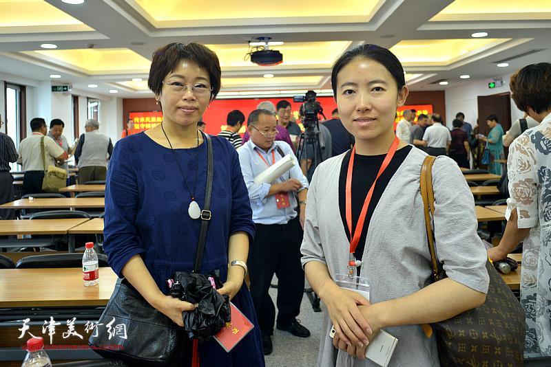 左起:聂瑞辰、杨杰在会议现场。