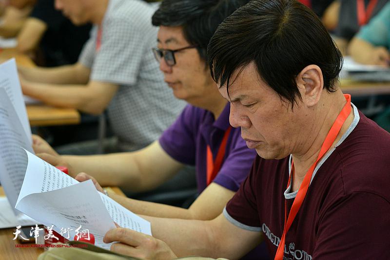 王惠民、李根友在会议现场。
