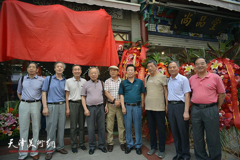 左起:柴寿武、臧志建、张俊祥、王金厚、毕恭、杨建国、张柏林、邢立宏、张长勇在活动现场。