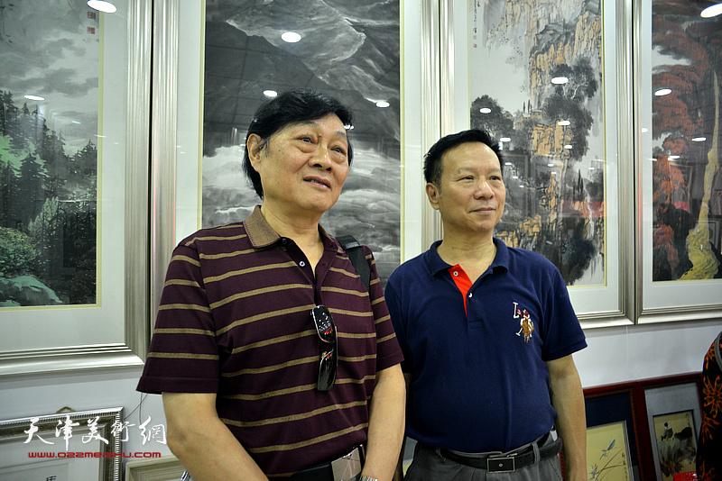 左起:琚俊雄、张建华在画展现场。