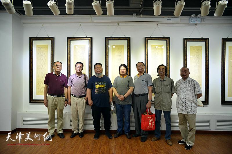左起:王炳学、张晓强、张法东、张同明、邱贵杨、田耀泉、缪文杰在书展现场。