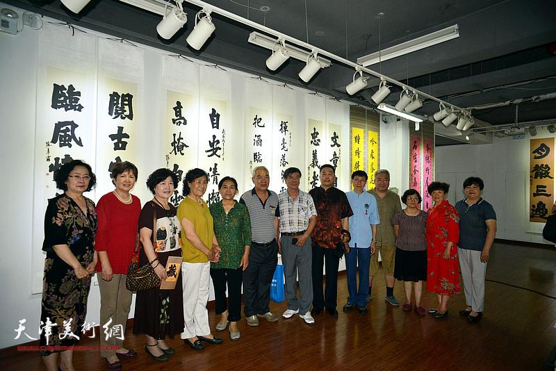 张文逊、刘有明等陈栋琨的老朋友们在书展现场。