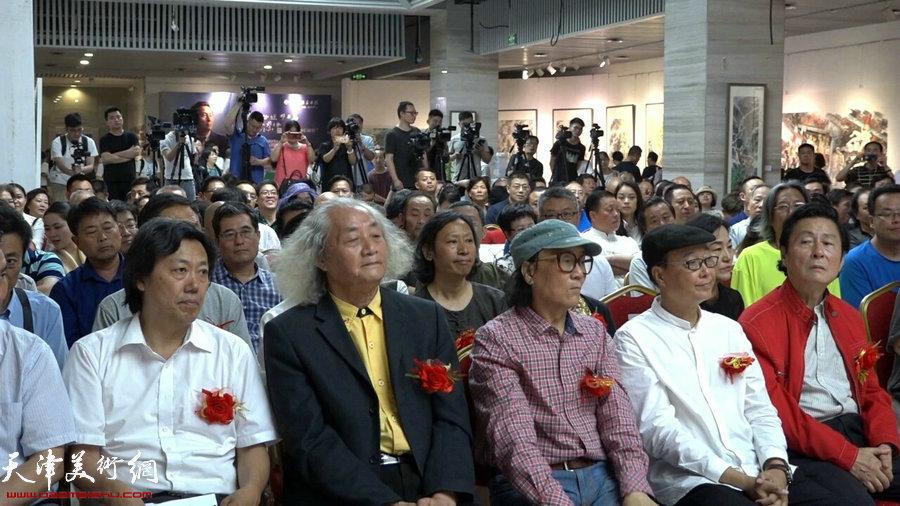 左起:丁杰、王仲、石齐、陈孟昕、易洪斌 在开幕式现场。