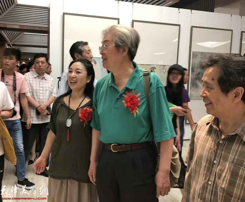 杨力舟参观于栋华画展
