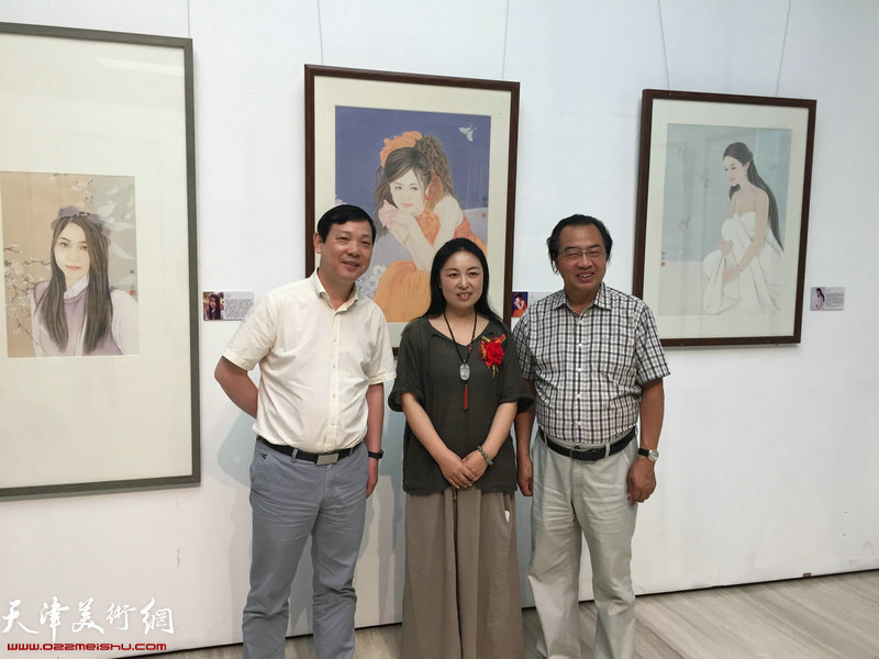 左起:孙海云、于栋华马汉跃在画展合影