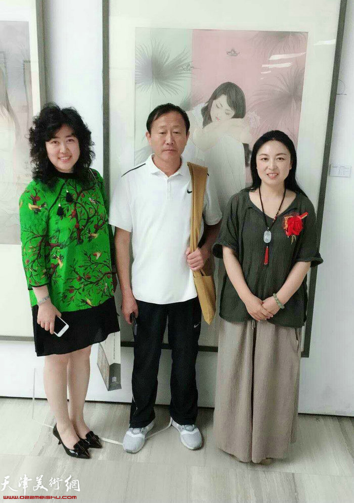 左起:李佳、苑连喜、于栋华在画展合影