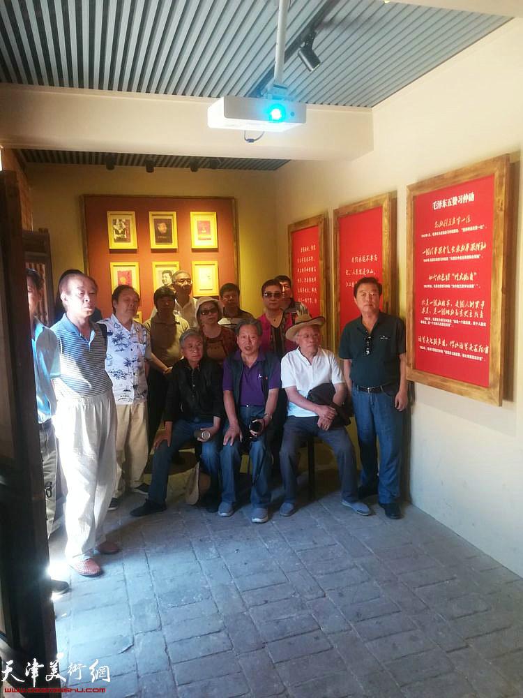 天津采风艺术团一行在山西吕梁地区。
