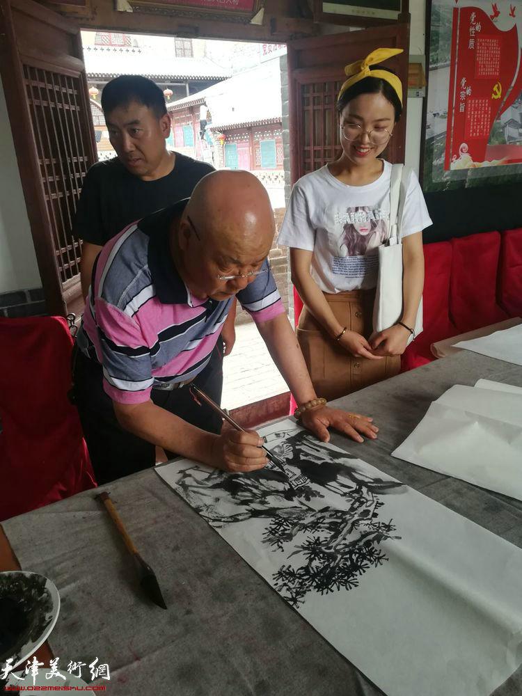 刘凤棋在碛口交流笔会上。