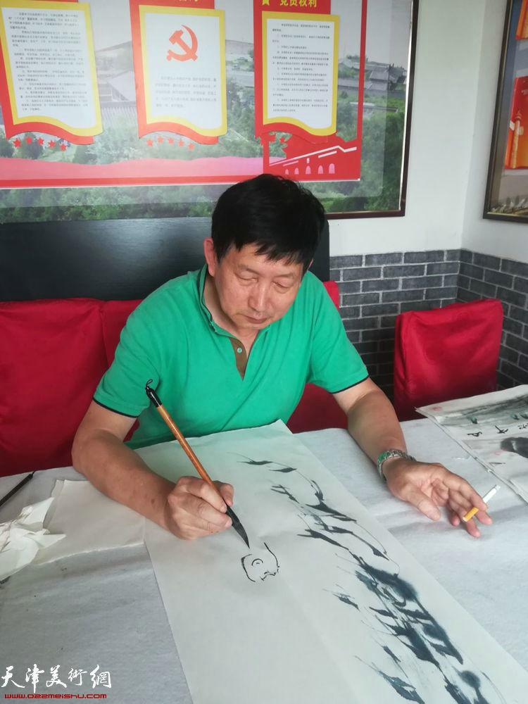 邵鸿萍在碛口交流笔会上。