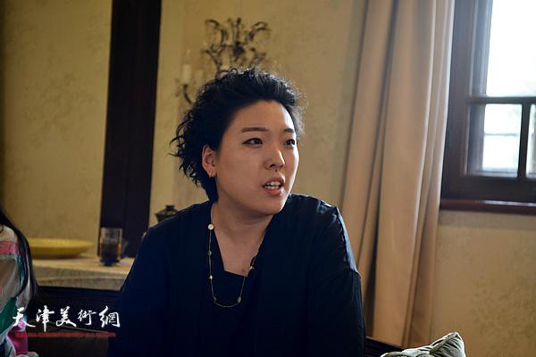 天津美术学院教师、画家范馨心女士发言。