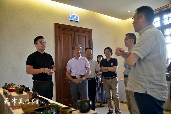 陶艺艺术家郑勇博士与大家在现场交流。