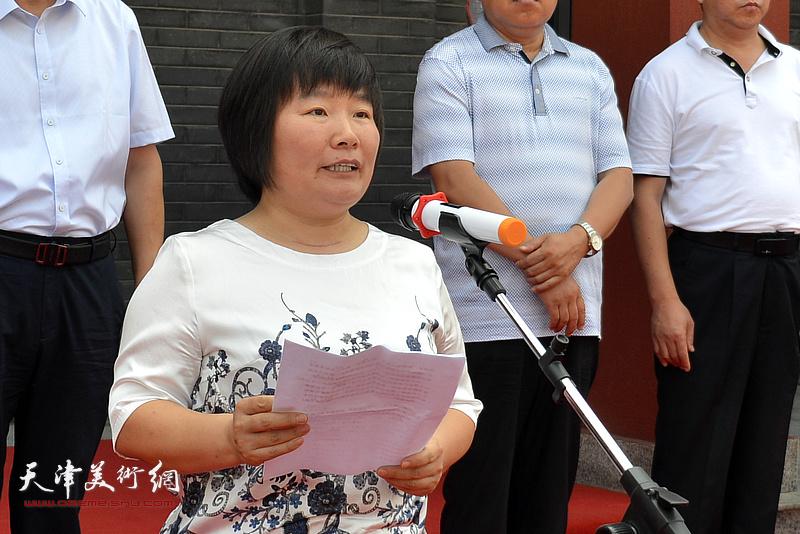 宝坻区区委常委、宣传部长刘亚秀致辞并宣布画展开幕。