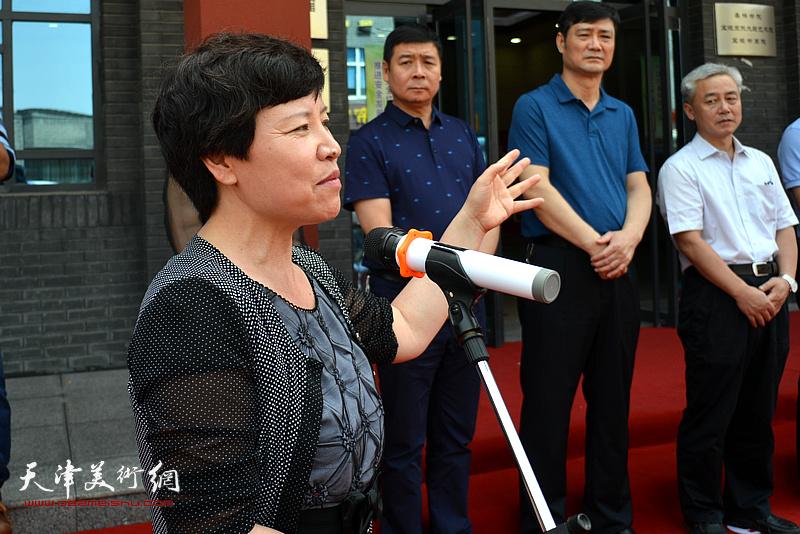 宝坻、静海书画作品联展开幕仪式由宝坻区副区长陈秀华主持。
