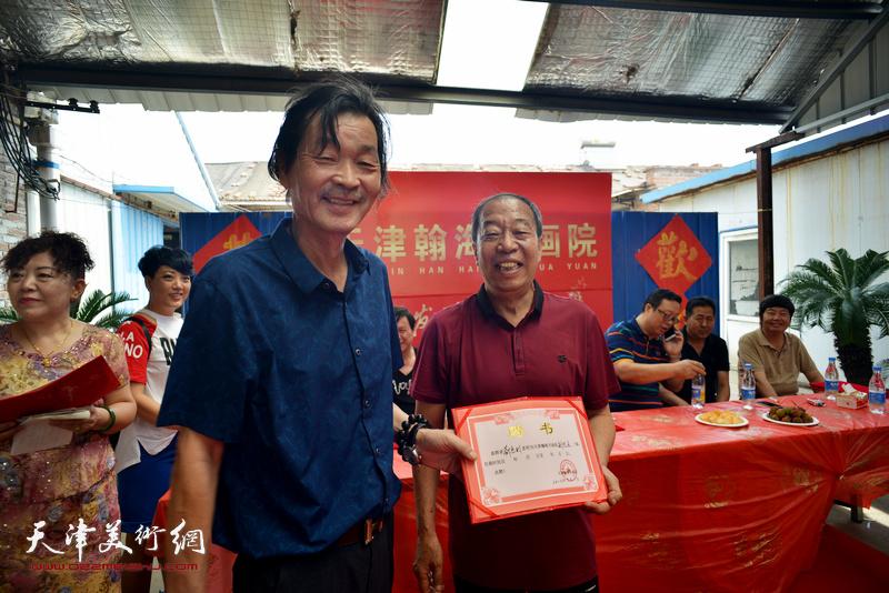 聘请刘惠利等16人为天津翰海书画院副院长。