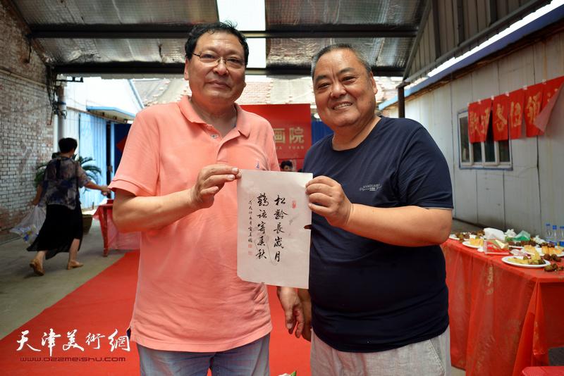 宁春圃、赵广林在活动现场。