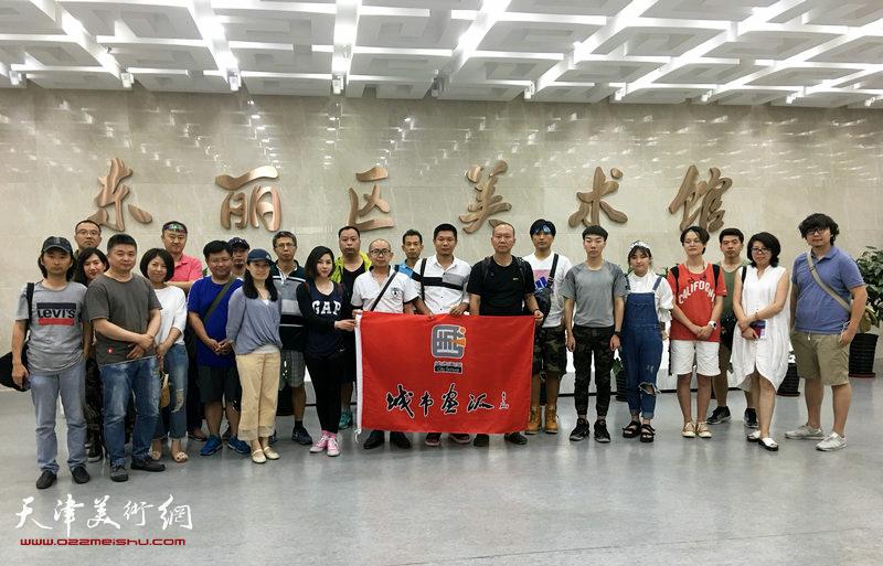 天津城市画派走进东丽采风活动来到东丽美术馆。