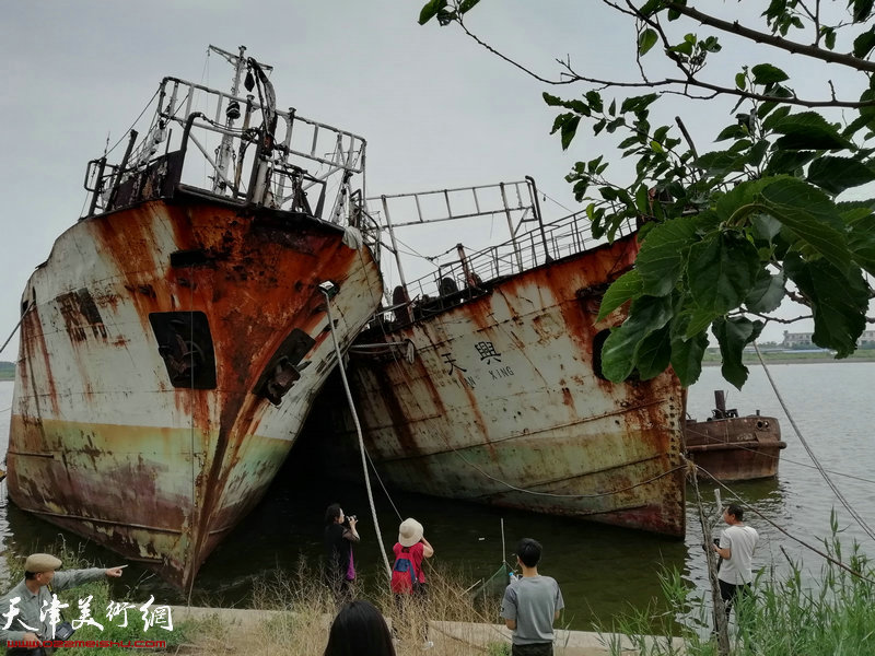 天津城市画派走进东丽采风活动在老船坞写生中