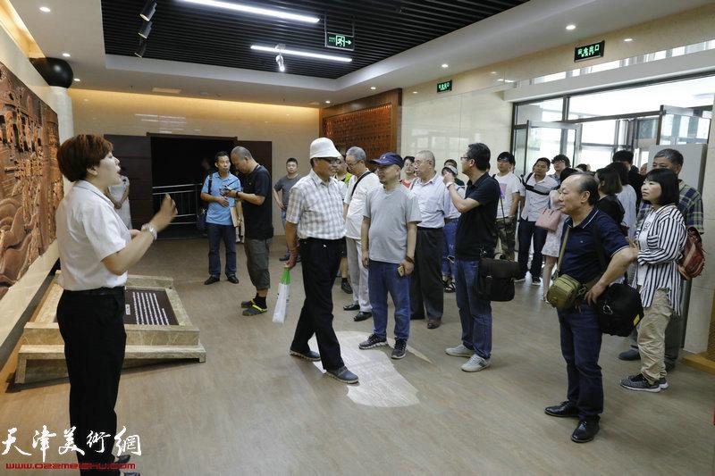 天津城市画派走进东丽采风活动现场。