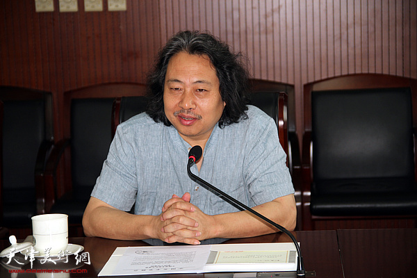 天津画院院长、天津市美术家协会副主席贾广健介绍展览筹备情况