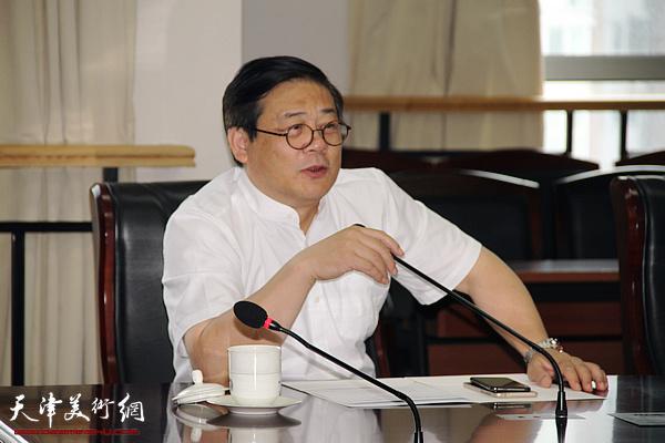 中国美术家协会党组书记、驻会副主席兼秘书长徐里讲话
