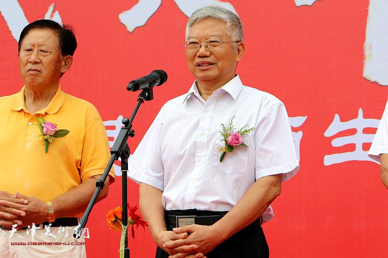原海军副政委、中国文联副主席、全国政协委员王兆海中将致辞。