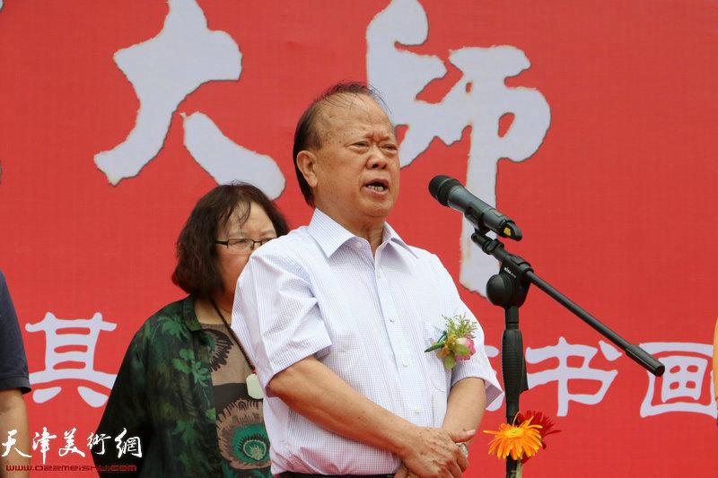 招远市老年体协主席、原招远政协主席李广致辞。