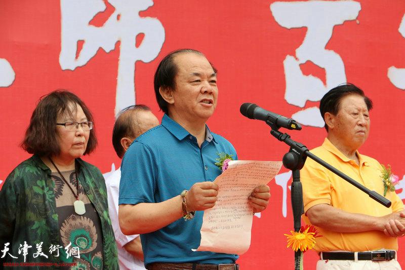 原招远画院院长赵言斌致辞。