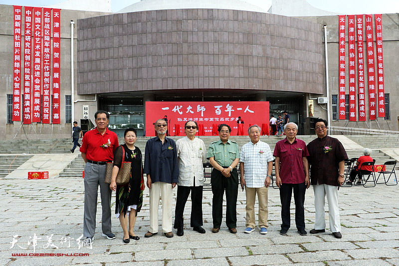 左起:张志连、张芝琴、刘克仁、胡嘉梁、聂义斌、姬俊尧、纪振民、曲学真在开幕式现场。