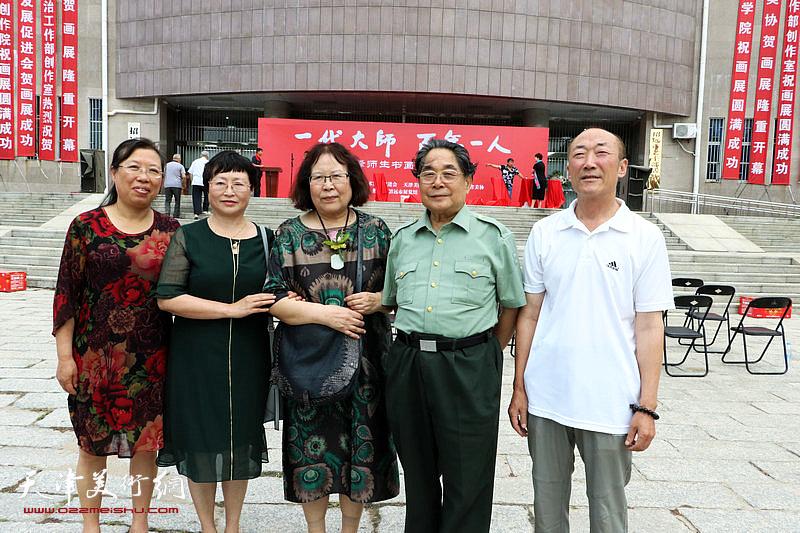 聂义斌、孙智谱与嘉宾在开幕式现场。