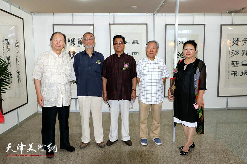 左起:胡嘉梁、刘克仁、曲学真、姬俊尧、张芝琴在展览现场。