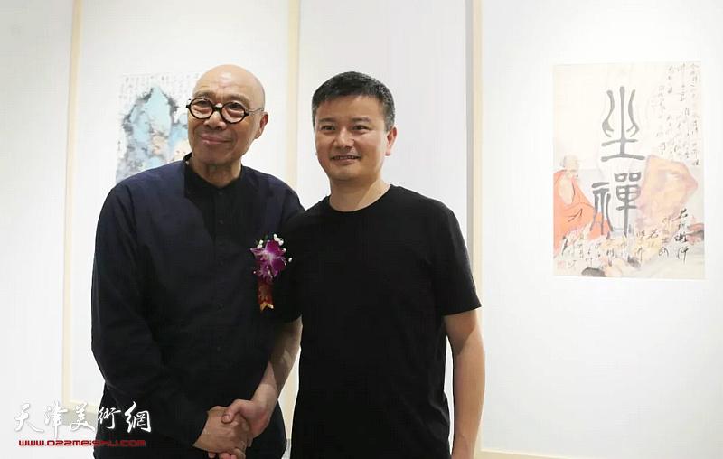 王涛在画展现场