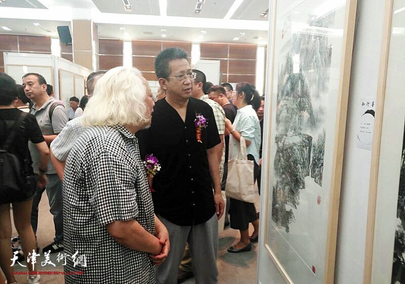 李毅峰、吴山明在画展现场