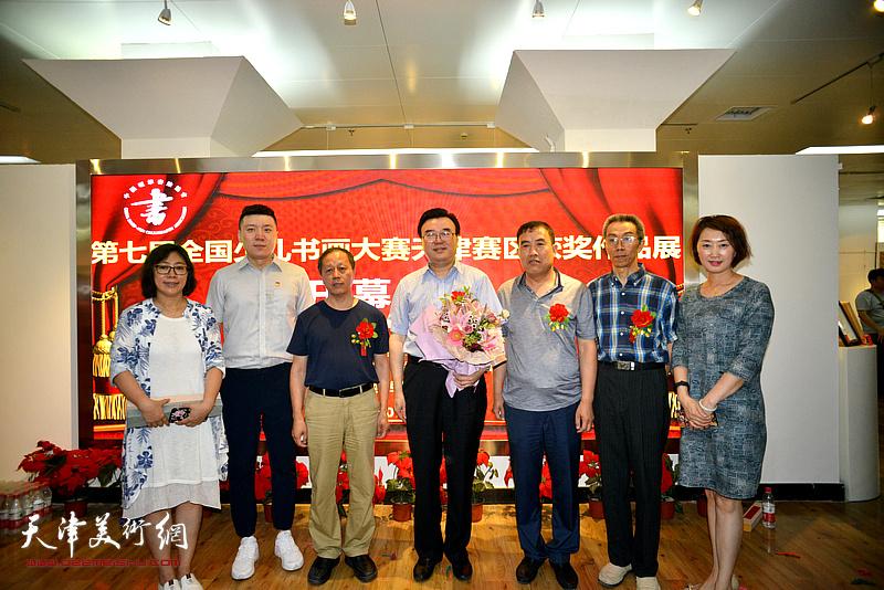张华庆、赵洪生、颜振勇、刘元森在画展现场。