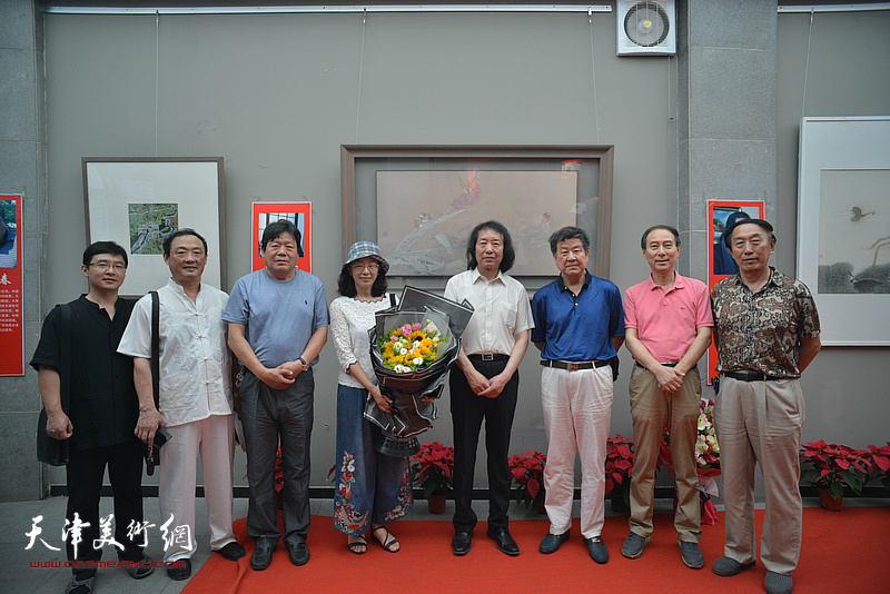 王学书、马竞、李岳林、刘新华、郭鸿春、刘志君、孙文龙在画展现场
