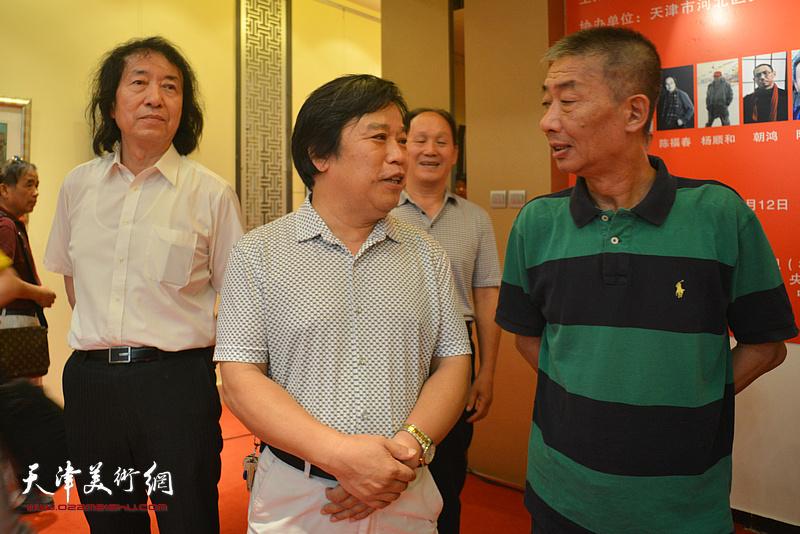 邓国源、李耀春、刘新华在画展现场