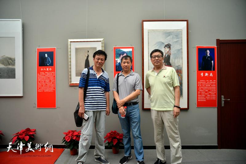 左起:陈新立、杨顺和、李知超在画展现场