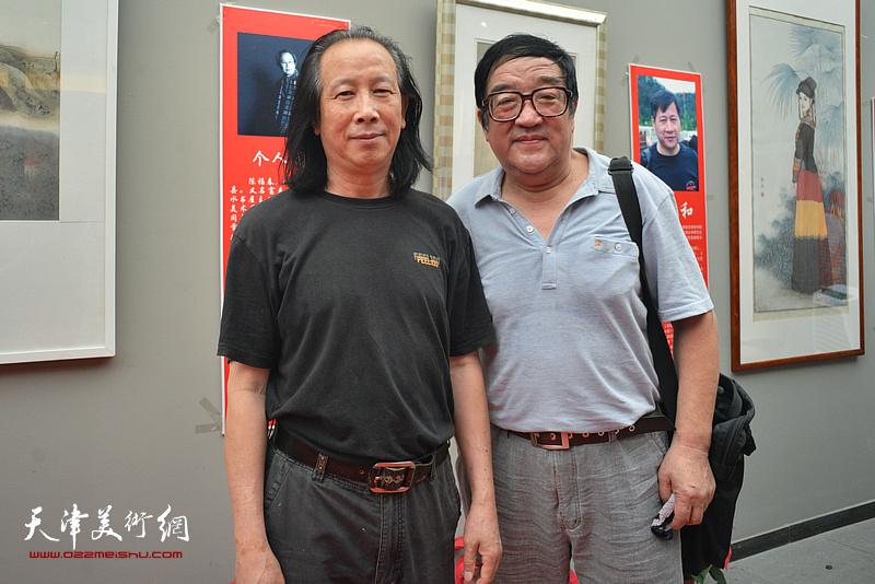 左起:周世麟、卢贵友在画展现场