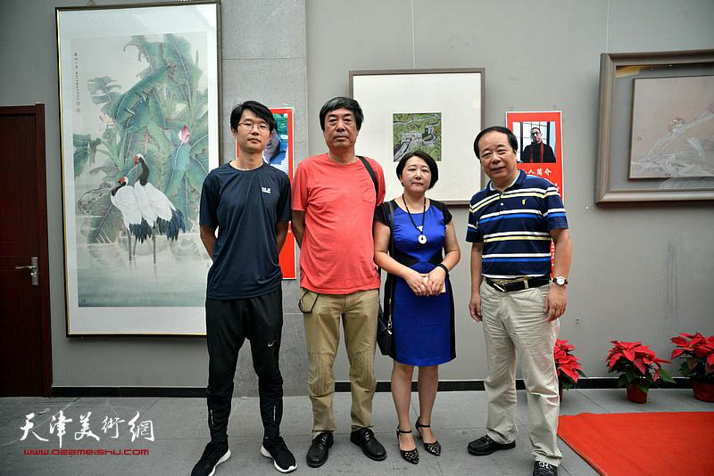 左起:王盟、杜晓光、张俊、赵寅在画展现场