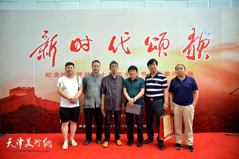 王凤翊、高原春、翟洪涛、李建华等在书画展现场。