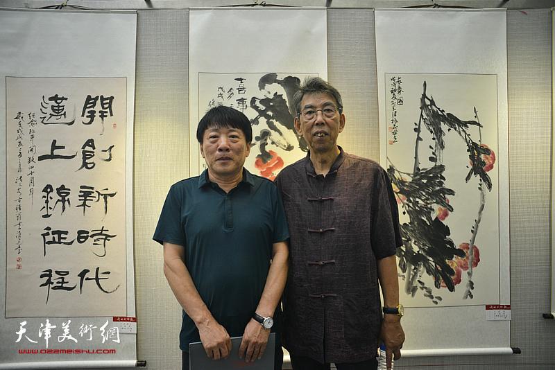 王凤翊、高原春在书画展现场。