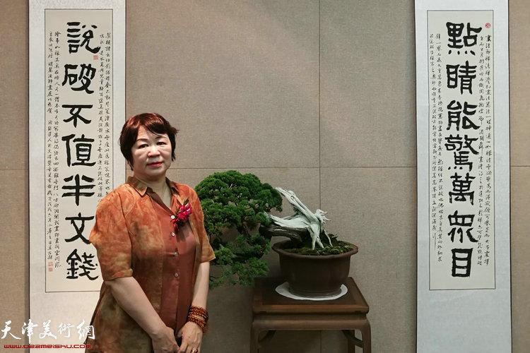 刘春芬在展览现场。