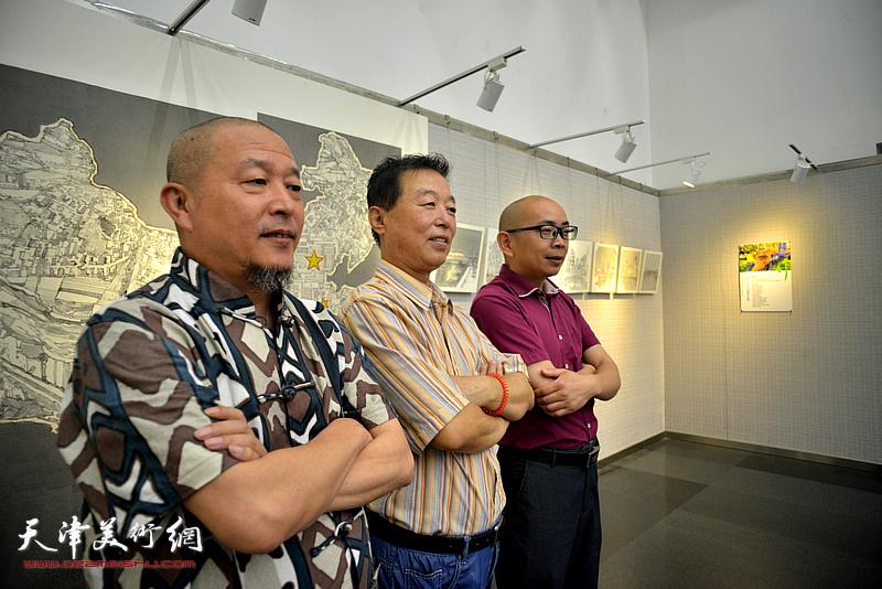 左起:缪文杰、杨建国、阚传好在画展现场。