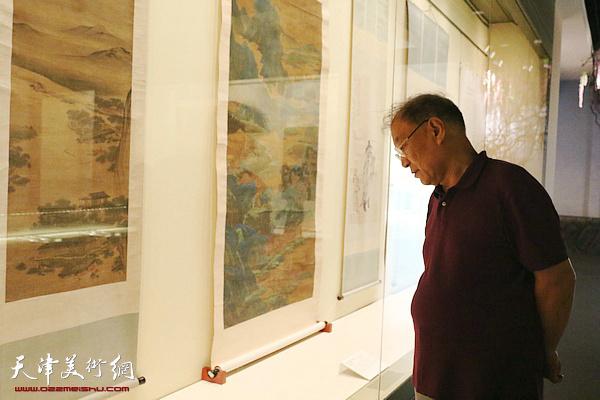 南开画院组织画家参观清中期绘画特展